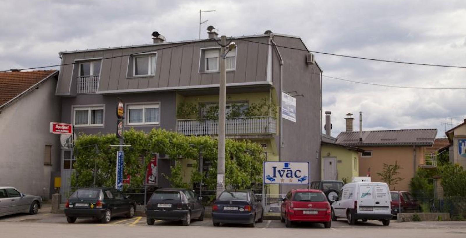 Rooms Ivac Inn