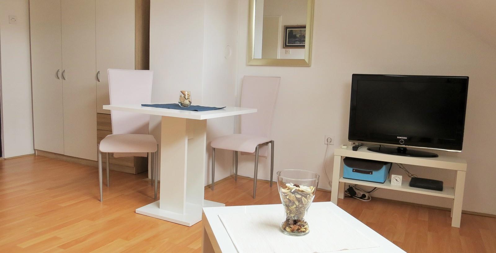 Mia Airport Studio apartment